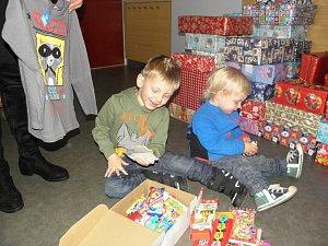 Krabice od bot aneb Děti darují dětem k Vánocům