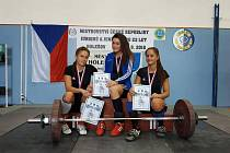 Bohumínské juniorky Aneta Žaganová (vlevo), Veronika Volná (vpravo) a mistryně Pavlína Jadrníčková mají domácí titul.