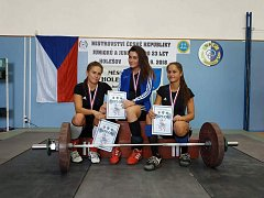 Bohumínské juniorky Aneta Žaganová, Veronika Volná a mistryně Pavlína Jadrníčková mají domácí titul.