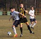 Fotbalisté Těšína (žlutočerné dresy) přehráli doma Dětmarovice.