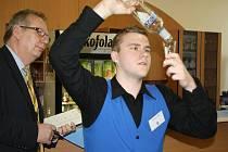 Mladí barmani soutěžili ve Střední škole Dakol v Petrovicích u Karviné.