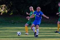 V sobotu byl v Havířově k vidění souboj hrajících trenérů, datyňského Pavla Cirkla (v zeleném) a českotěšínského Petra Joukla.