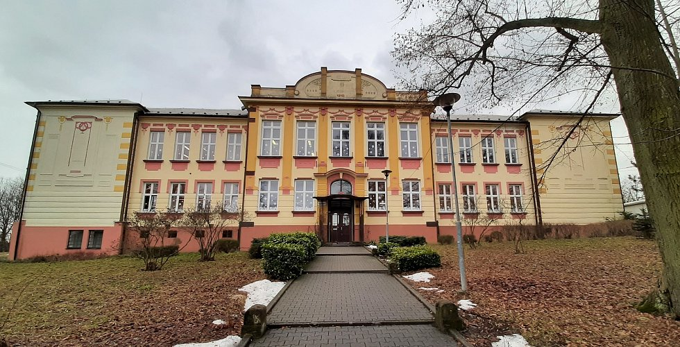 Doubrava. budova základní školy z roku 1910.