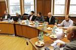 Zasedání členů Okresní hospodářské komory Karviné na havířovském magistrátě.