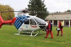 Záchranářský vrtulník v Havířově.