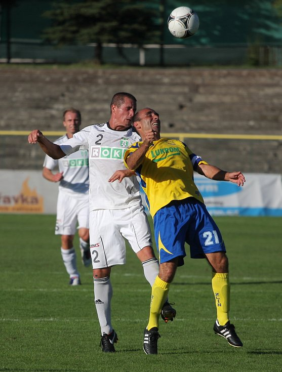 Karviná (bílé dresy) podlehla doma Zlínu 0:1.