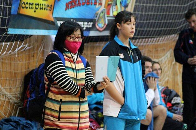 Chloe Whittington (vpravo) zMalajsie.
