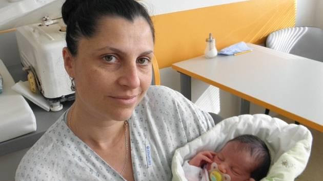 Adélka se narodila 24. února paní Nikole Herákové z Karviné. Po narození holčička vážila 3500 g a měřila 48 cm.