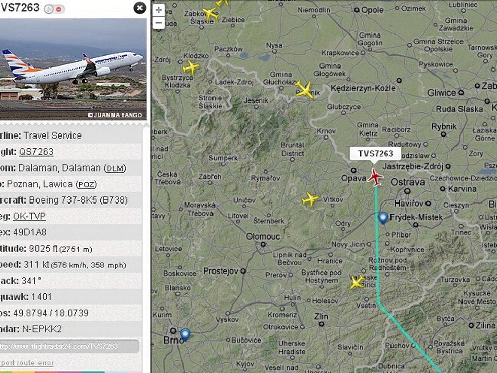 Snímek z radaru zachycuje Boeing 737-800 OK-TVP Travel Service (červeně označená ikonka) krátce po letmém mezipřistání v Mošnově v sobotu 5. 5. 2012 cestou do Polska.