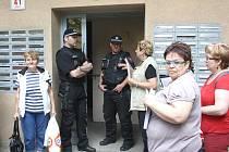 Nájemníci se mohli vrátit do svých bytů v domě, který poškodil požár.