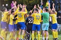 Bohumínští fotbalisté se radují, jsou vítězi Okresního poháru.