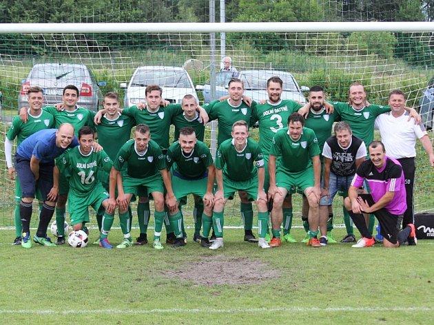 Fotbalisté Datyní (v zeleném) vyhrály nad Dobrou a mohli začít slavit postup do krajského přeboru.