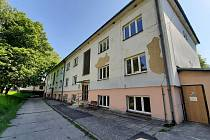 Stěhování Domova Březiny v Petřvaldu. Areál si brzy převezmou stavbaři. Strhnou některé budovy, postaví novou a vše budou modernizovat.