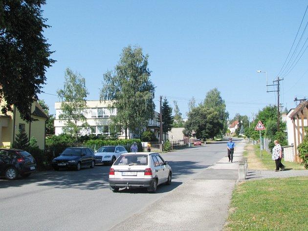 Jedna z klidných ulic v Albrechticích.