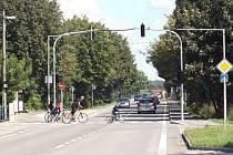 Nové semafory v Dětmarovicích mají zklidnit dopravu a zvýšit bezpečnost řidičů i chodců.