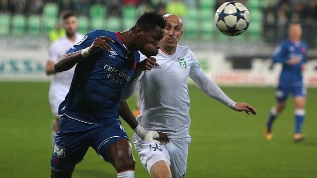 Momenty sobotního ligového utkání mezi Karvinou (v bílém) a Slavií.