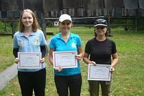 Na snímku nejúspěšnější střelkyně Oblastního přeboru Karviná v kategorii ženy, dorostenky. Zleva Zuzana Křížová, Gabriela Bortlíková a Kateřina Slaninová.