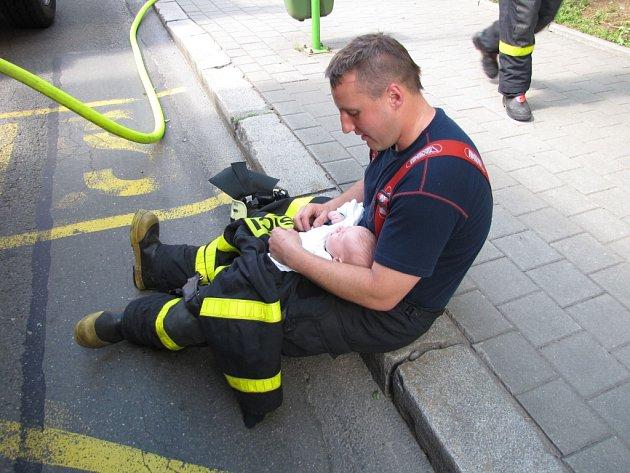Zásah hasičů upožáru vbytě havířovského domu.