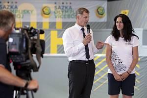 Předseda Českého olympijského výboru Jiří Kejval a ambasadorka projektu Šárka Kašpárková.