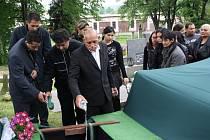 Pohřeb Martina Hospodiho, kterého šípem z kuše zasáhl do hlavy Jaroslav Šebesta.