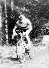 A tady Josef Muška na trase krajského přeboru v cyklokrosu v Lošticích (1975).