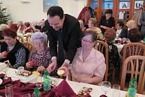 Havířovští senioři slavnostně povečeřeli se zástupci vedení města.