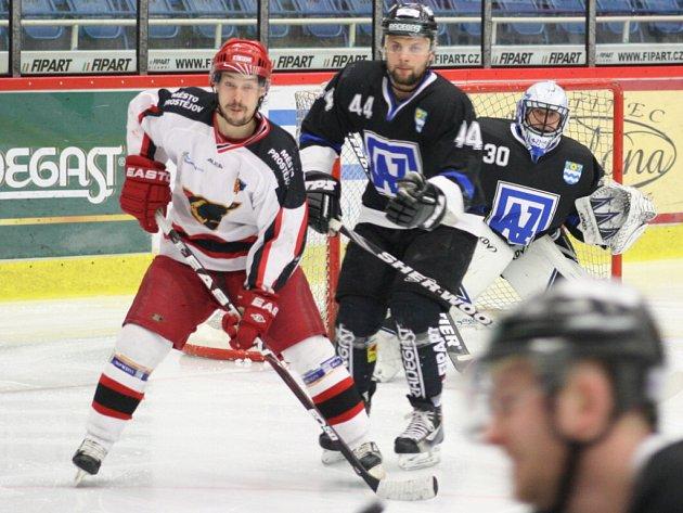 Havířovští hokejsité (černé dresy) rozhodli dramatickou sérii devět sekund před koncem pátého zápasu.