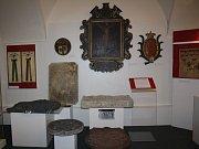 Heraldické památky ve výstavní síni Muzea Těšínska v Karviné-Fryštátě.