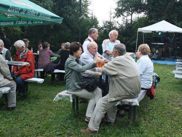 Setkání současných i bývalých obyvatel kdysi samostatné obce a nyní karvinské části Louky.