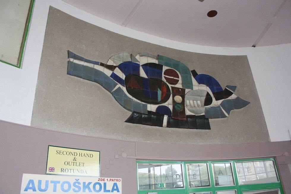 Rekonstrukce autobusového nádraží. Mozaika v rotundě.