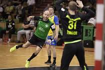 Michal Brůna střílí technickou ranou jeden ze svých pěti gólů do sítě Kopřivnice.