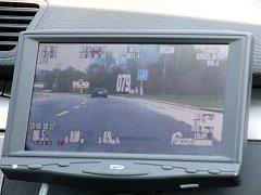 Monitor radaru zabudovaného v policejním vozidle. Ilustrační foto.