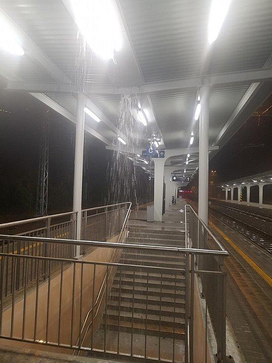 """Karvinské vlakové nádraží po rekonstrukci """"netěsní""""."""