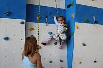 Sportovní den SSRZ Havířov pro rodiče s dětmi. Zájemci si mohli vyzkoušet novou lezeckou stěnu v tělocvičně Palackého.