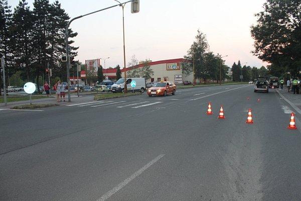 Místo dopravní nehody na Těšínské ulici.