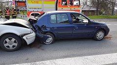 Srážka dvou osobních automobilů v Havířově.