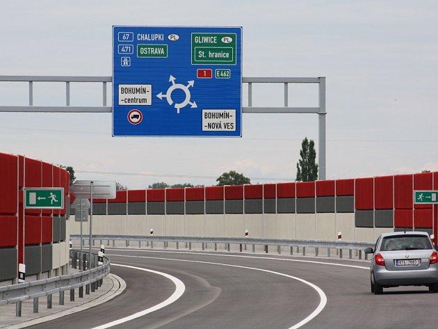 Nová silnice povede tranzitní dopravu kolem města.