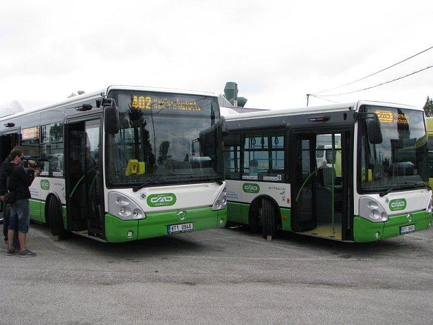 Autobusy s pohonem na zemní plyn.