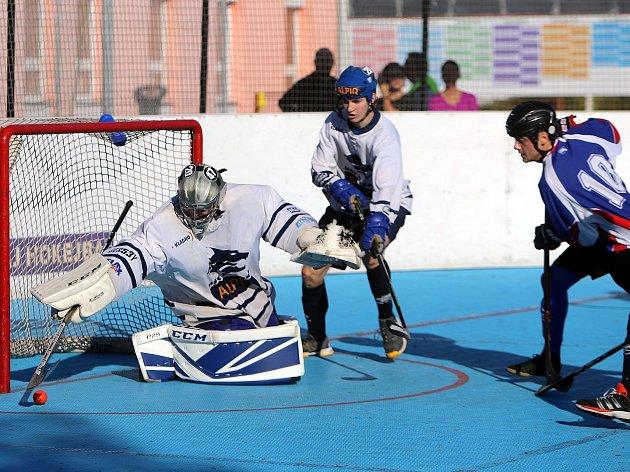 Hokejbalisté hrají v neděli důležité utkání. Přijede mistr z Prahy.