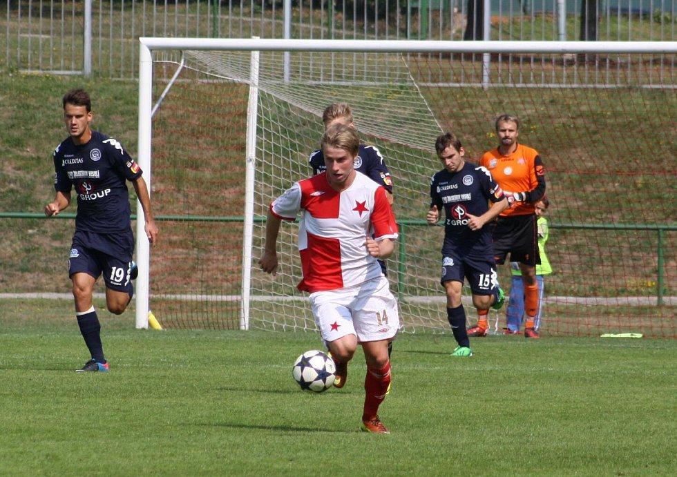 Orlovští fotbalisté (sešívané dresy) porazili téměř ligové Slovácko 6:1!