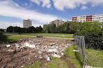 V Karviné pokračuje stavba restaurace KFC. Současně zmizely dlouho nevyužívané podzemní veřejné záchodky, které stály opodál.
