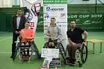 Primátor města Jan Wolf (vlevo) pogratuloval nejúspěšnějším tenistům na vozíku osobně.