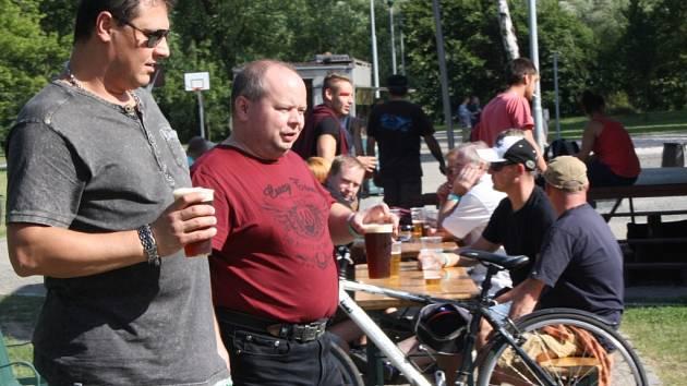 V Karviné na Lodičkách se v sobotu konal pivní minifestiválek. Lidé mohli ochutnat produkci pěti malých pivovarů z Karvinska, Opavska a Frýdecko-Místecka.