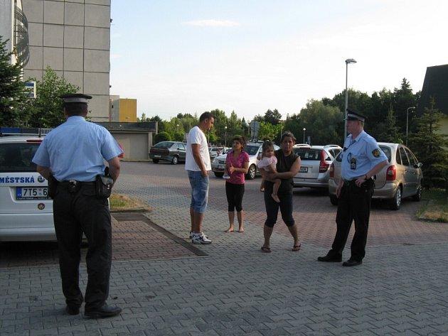 Zákrok strážníků a policistů.