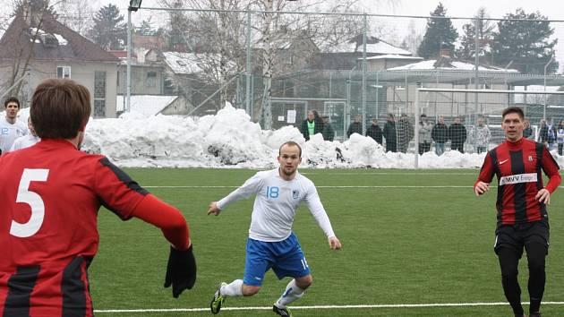 Havířovští fotbalisté (v bílém) doma přehráli béčko Opavy.