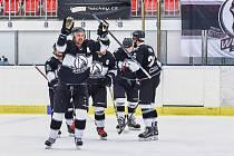 Českotěšínští hokejisté definitivně slaví postup do druhé ligy.