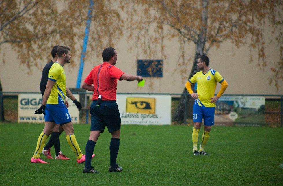 Fotbalisté Bohumína (ve žlutém) porazili Šumperk 2:1.