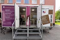 Český olympijský výbor zapůjčil do nemocnice v Karviné-Ráji pro setkávání pacientů LDN s příbuznými mobilní modul, kde si příbuzní mohou s pacientem bezpečně popovídat.