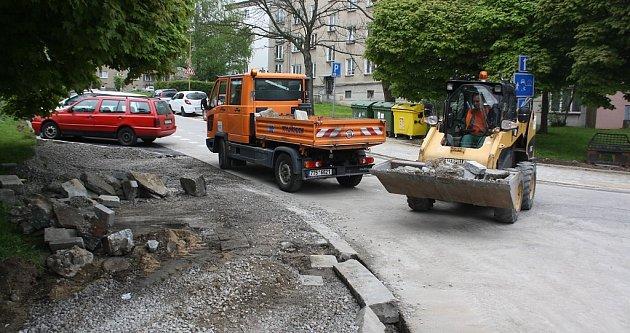 Rekonstrukce chodníku vulici Na Nábřeží vHavířově.