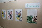 Letní tábor pořádaný dobrovolnickou organizací ADRA v zakarpatském Mukačevě. Obrázky dětí jsou spíše negativní.